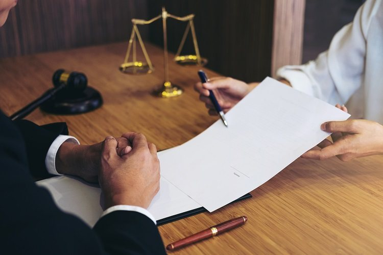Two people dispute a contract for purchasing a home in a courtroom