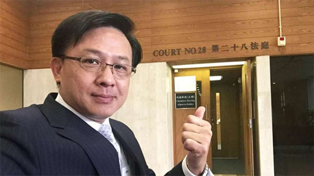 Lighter Side: Lawyer in hot water over High Court selfie