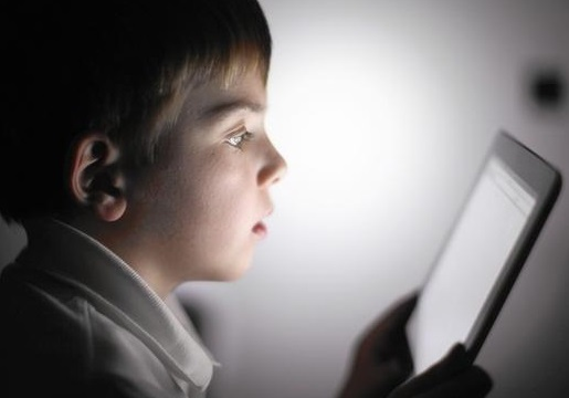 Are young students at risk of screen time addiction?