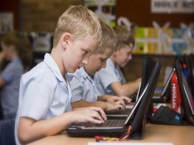 Schools facing 'crisis of digital divide', teachers warn