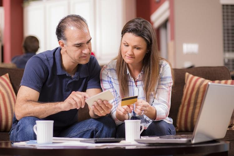 a couple applies for a credit loan at home