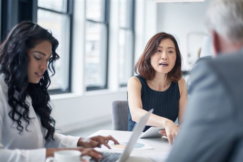 Singaporean female execs earn 35% less than males