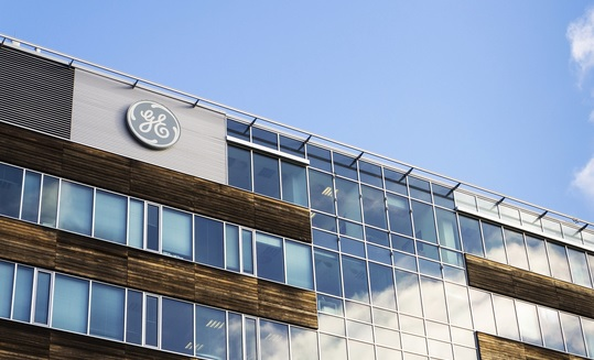 GE boldly cuts executive bonuses for first time