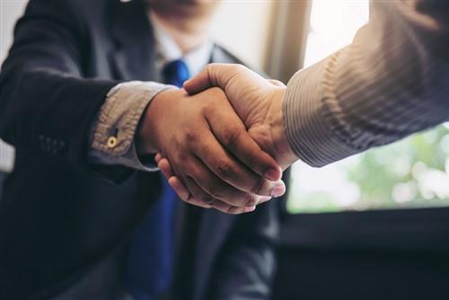 Brisbane corporate partner swaps global firms