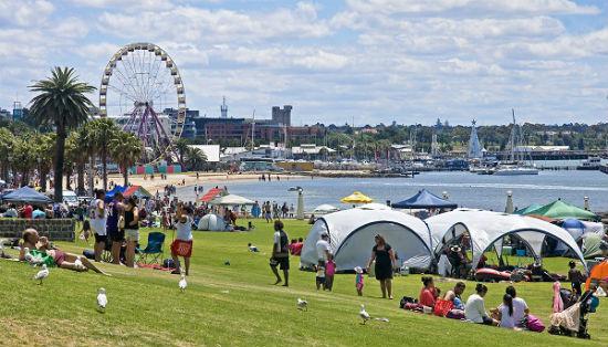 Australian expats take advantage of weakening prices