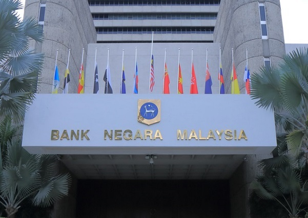 Malaysian central bank extends deadline for purchase of insurance stake