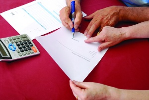 Do employment contracts need to be witnessed?