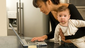 Experts call for new incentives on flexible work, parental leave