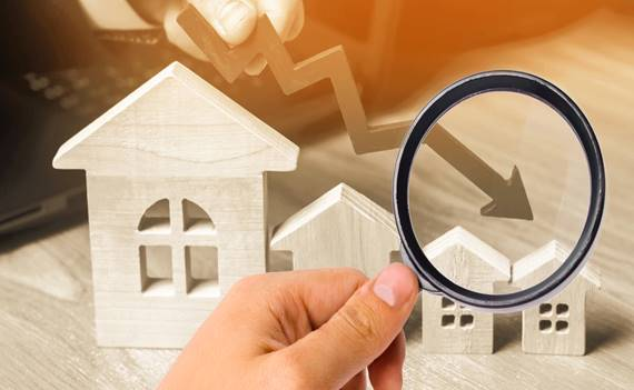 """An economist from the International Monetary Fund (IMF) has expressed concerns about Australia's """"delicate"""" housing market."""