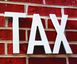 Brokerage delays staff bonuses to dodge tax